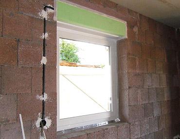 12. Woche: Montage der Fenster und Haustür