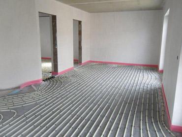 15. Woche: Montage der Fußbodenheizung